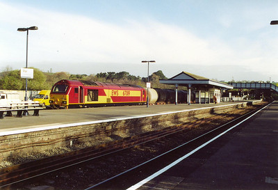 67019 sits in the branch platform at Par station having brought its short rake of TTA gas oil tanks in from the yard and run round them.  Its booked departure time is 0849 but is about an hour early, MO 6C21 to Penzance.  15/4/2002