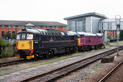 Coupled next to 31601 is BRCW type 3 33103 in the former livery of FMRail.  Four years later I would have a secondman's turn on this loco on the  2011 Swanage Diesel Gala.