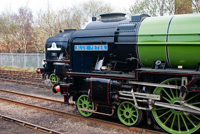 A2 pacific 60532 Blue Peter stands beside newly built A1 pacific 60163 Tornado.