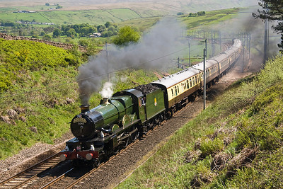 The second steam Excursion of the day was from Tysley to Edinburgh.   5043 Earl of Mount Edgecombe attacks Shap in style at Greenholme 12/05/12