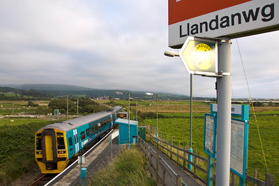 158829 departs Llandanwg Station with the 17:45 Pwllheli to Machynlleth service.