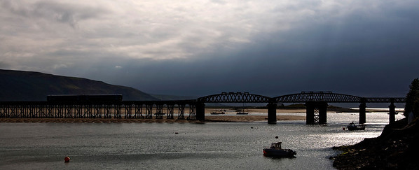 158831 crosses the Afon Mawddach estuary with the 12:08 Birmingham International to Pwllheli service.