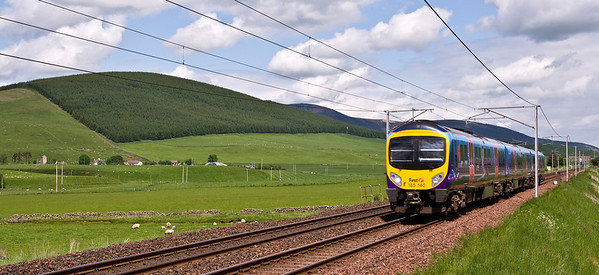 185140 with First Transpenine's 1M95 12:12 service from Edinburgh to Manchester Airport service.