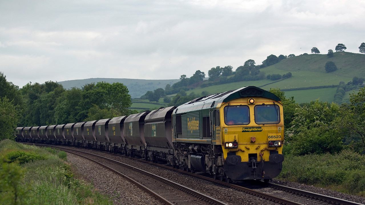 Another shot of 66523, this time at Powells Crossing. Still running over 130mins late with 6M55 the 07:00 Portbury Coal Terminal to Rugeley B Power Stn. Seen here on the 17th of June 2013.