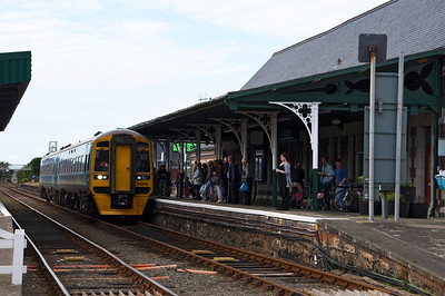 158832 arrives at a busy Barmouth Station with the 15:37 Pwllheli to Machynlleth service.