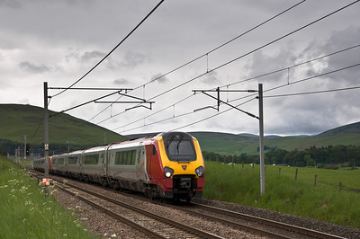 A pair of Voyagers just north of Abington with the 1S51 10:09 Birmingham New Street to Edinburgh service.