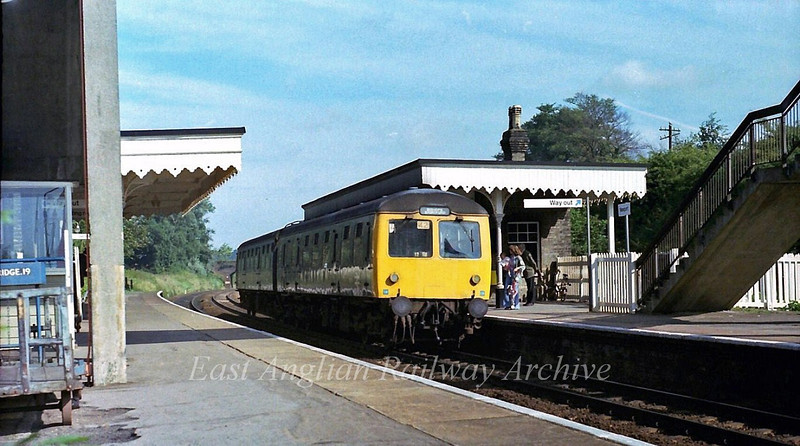1002 Cambridge to Bishops Stortford arrives at Newport on 9th September 1978