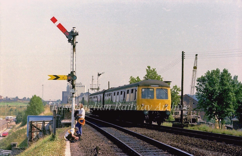 Bury St Edmunds 30th August 1979. S and T engineers work on the up starter signal passed by the 1250 Ipswich to Cambridge.