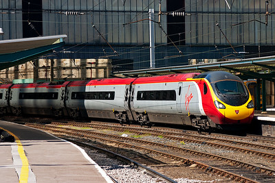 390041 is seen again and is employed on 1M14 1340 from Glasgow Central due into London Euston at 1801.
