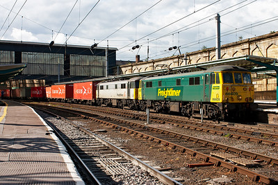 Yet another freight and another freight operator. A southbound freightliner service, 4M71 1401 Coatbridge to Crewe Basford Hall, hums slowly south behind a pair of locos once synonymous with the WCML, the class 86. 86609 and 86637 are in different Freightliner liveries.