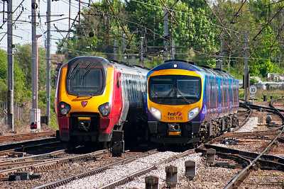 221114 clatters of the pointwork in the southern throat with 1M86 1452 Edinburgh to Birmingham New Street passes 185115 with 1S66 1400 Manchester Airport to Edinburgh.