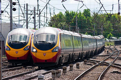 Pendolinos passing. 390011 heads south with 1M11 1040 Glasgow Central to Euston while 390041 approaches northbound with 1S45 0830 Euston to Glasgow Central.