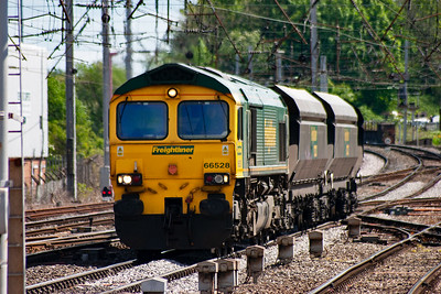 Freightliner 66528 brings its rake of empty HHA hoppers up from London Road junction onto the level track of the station. It is working 4S60 0815 MX Drax Power Station to Ravenstruther routed via the ECML and Hexham.