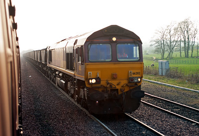 66202 is in charge of 7G19 1400 Hunterston to Longannet Power Station loaded coal.  It will run round its rake of HAA hoppers and and head back to Charlestown Junction and take the Longannet branch.  14/4/2007