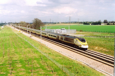 Class 373 Eurostar 3103/4 runs along the line built to join the Channel Tunnel Rail Link and the national network at Longfield nearby. The working is 9031 1304 from Paris to London Waterloo.