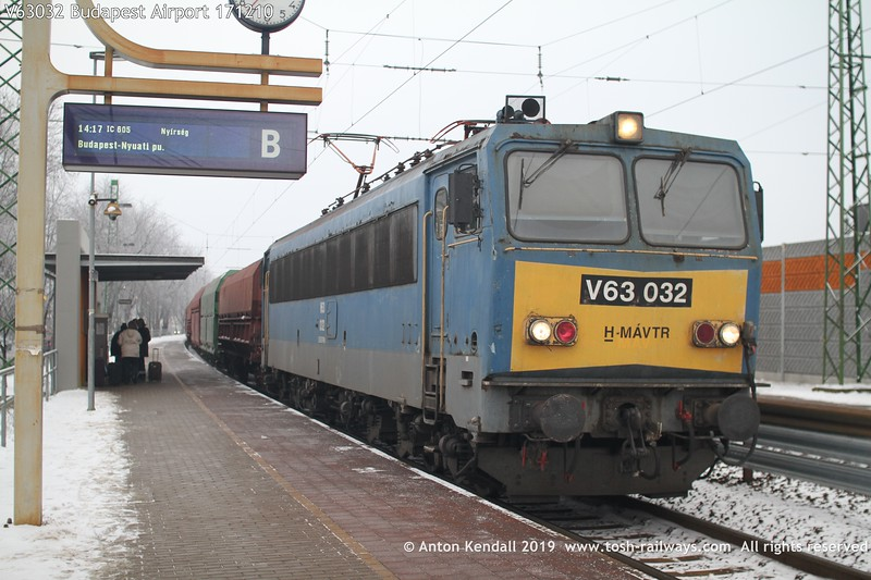 V63032 Budapest Airport 171210