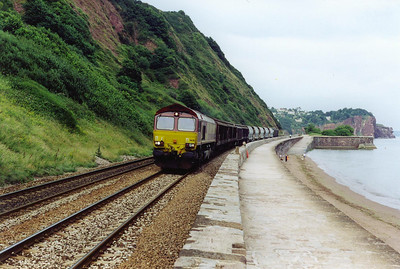 An exception to the late running passenger trains is this one, 66211 at the head end of 6V70 0857 Cliffe Vale to St Blazey empty china clay running about 100 minutes EARLY. The rake is a mixture of JAA bulk tanks and vans.
