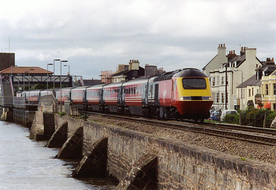 As the Voyagers are slowly introduced, the loco hauled trains are the first to be displaced, then the HSTs will go. 43157 leads a Glasgow Central bound working from Penzance. Train 1S71 left at 0719.