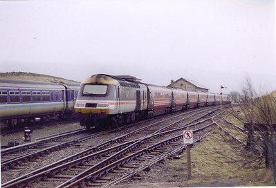 A mixed InterCity and Virgin liveried HST passes through Kirkby Stephen with an up diverted cross country working. 43067 is the rear powercar on 1V52 1110 Glasgow Central to Penzance.