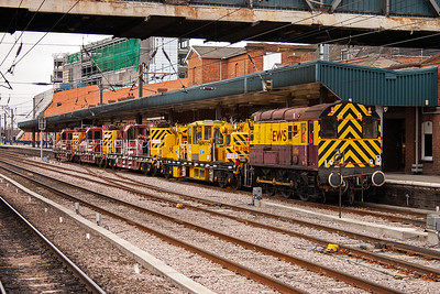EWS 350hp class 08 shunter 08888 potters through Doncaster station with 4 small cranes in tow. 8ZXX from Mashgate Sidings to Doncaster Decoy Yard Engineers train is the working.