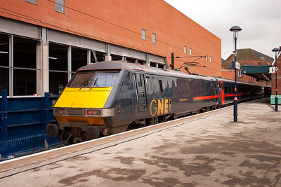 91107 makes its Doncaster station stop enroute to Kings Cross. The service is 1E05 0700 from Glasgow Central. This was my train up from Edinburgh.