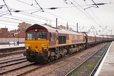 Due to the decimation of the UK deep mining industry, most coal for power stations is imported and Immingham is a major deep water port used for unloading imported coal. 66212 works empty HTA coal hoppers 6W84 from Cottam Power Station to Immingham.