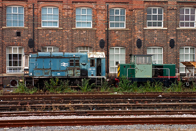 Arrival at Doncaster and visible up against the offices of The Plant is former Cambridge shunter 08594 and Fleetwood Loco Dept No5.