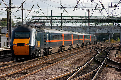 Not all Leeds services stop at Doncaster and this HST set hammers through on the up fast road. The lead powercar is 43053 and 43056 is on the back, the working is 1A35 1540 off the West Yorkshire city for London Kings Cross.