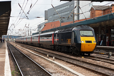 More HST action and 43119 and 43105 storm through the station on the up fast road with 1E08 0930 from Edinburgh to Kings Cross, diesel powered under the wires the whole way.
