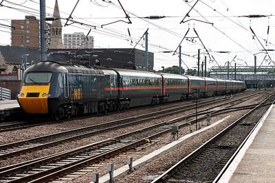 An up working gets away from Doncaster. Way in the distance is 43296 and bringing up the rear is 43115 and their train is 1A24 1140 Leeds to Kings Cross.