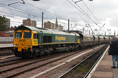 Freightliner 66548 clatters over the fast roads crossovers with a rake of empty HHA coal hoppers. These bogie hoppers can run empty up to 75MPH and therefore can run as class 4 services. This working is 4R18 1145 from Cottam Power Station to Immingham Docks where it will be reloaded with imported coal.