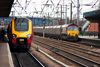 A unknown class 220 Voyager makes its station stop with 1E40 0640 from Plymouth to Newcastle in platform 3. Over in platform 2 66067 shakes the station with a rake of loaded HTA coal hoppers on 6F92 0945 from Hull Docks to Cottam Power Station.