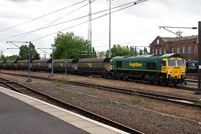 Having seen EWS and GBRf class 66 hauled freights, now a Freightliner example puts in an appearance.  Freightliner Heavy Haul 66566 leads 4G02 1320 Barrow Hill to Kellingley empty HHA coal hoppers.