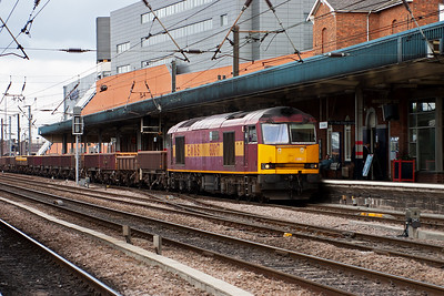 The first tug of the day sees 60017 rumble through platform 2 with a string of departmental empty spoil wagons. This is 6D15 Tees Yard to Doncaster Up Decoy Yard Departmental.