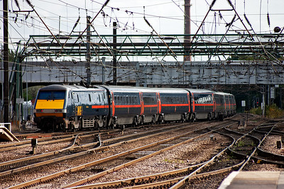 The class 91 locos are push pull and are always found at the north end of the sets, unless there is a problem. Here 91126 pushes its train away from platform 1 with 1E15 1200 Glasgow Central to Kings Cross.