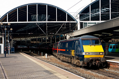 A down class 1 working makes its station stop with GNER liveried 91126 providing the motive power. 1S05 is the 0700 off London Kings Cross to Edinburgh Waverley.