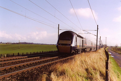A north bound HST en route to Aberdeen approaches with 43108 at the head of 1S11 0710 off Leeds.