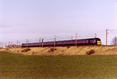 "A move to the south of Dunbar now and GNER's longest duty speeds south with powercars 43039 and 43118 working 1E10 0755 Inverness to Kings Cross, the ""Highland Chieftain""."