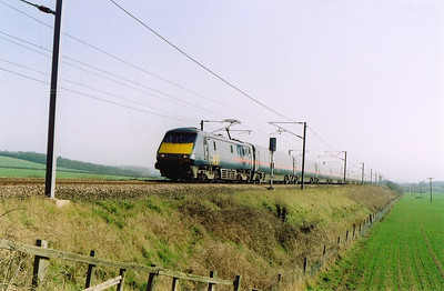 Frinkley is several miles to the north of Grantham. 91108 powers another Leeds bound service, this one is 1435 off Kings Cross, 1D37.