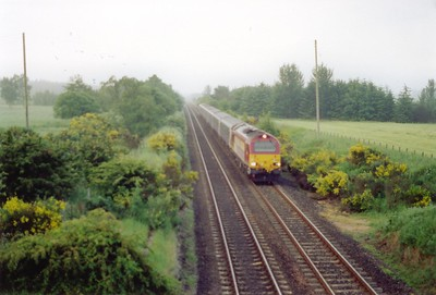 A poor shot of 67008 approaching Kirkfortharfeus at Lochmuir Summit with the Aberdeen portion of the sleeper. This is the top of the climb from Markinch and will now drop down to Ladybank via Falkland Road.  26/6/2001