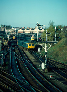 Class 105 54 139 / 53380  leaving Norwich with 12.20 Lowestoft 24/11/84