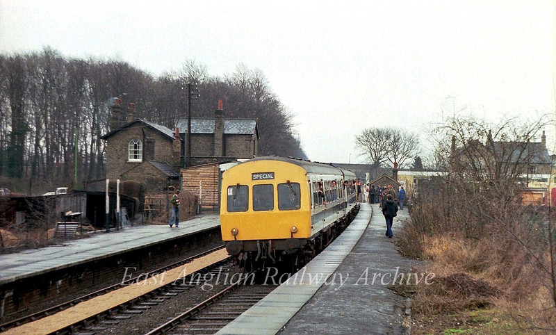 The first Railway Development Society special to promote the lines reopening arrives at Histon on a return trip from Cambridge to Swavesey. The four car refurbished Class 101 was formed with 51220/56371/51225/56386.  Driver, Gerry Preston.  31st March 1979