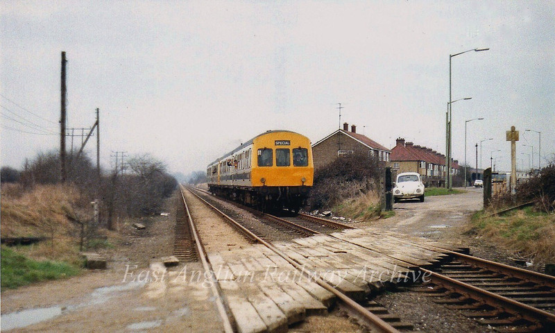 """Kings Hedges Crossing, Cambridge facing Chesterton Junction. A Railway Development Society Special is passing, heading for Swavesey on 31st March 1979.  To the left of here, where the Science Park is now, was an extensive MoD depot.  Map here:-- <a href=""""http://www.norfolksteamloco.co.uk/j94ourloco.asp"""">http://www.norfolksteamloco.co.uk/j94ourloco.asp</a>  It was known as Histon Technical Stores Sub Depot and was originally a US army camp. Opened in 1943, It had extensive railway sidings and a marshalling yard which closed in September 1959. It also had its own signal box with fifteen levers."""