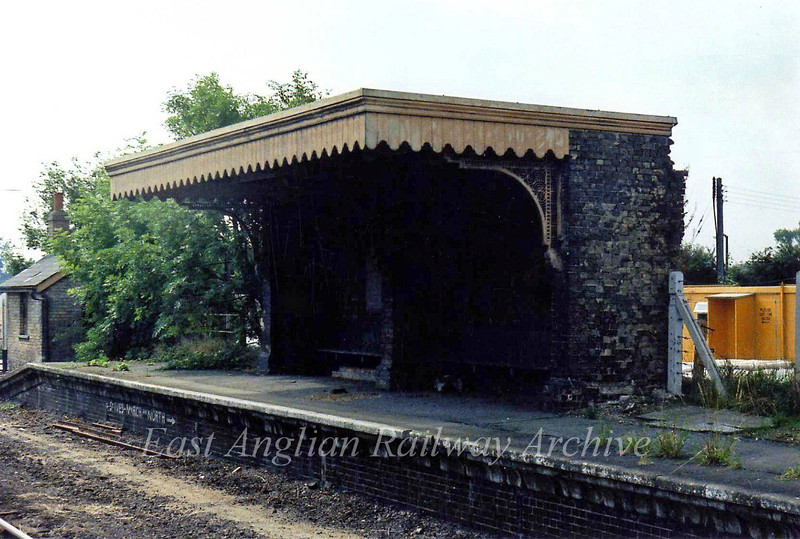 Oakington, Shelter on down platform.  10th September 1979.