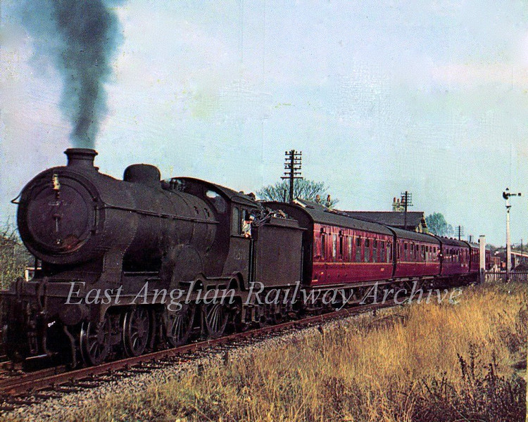 J Holden Super Claude D16/2 62570 passes Swavesey in 1959 on a Cambridge to Birmingham working? The engine was nearing the end of its days as it was withdrawn from service on 30th November 1959. Its last shed allocation was March 31B. Photographer unknown.