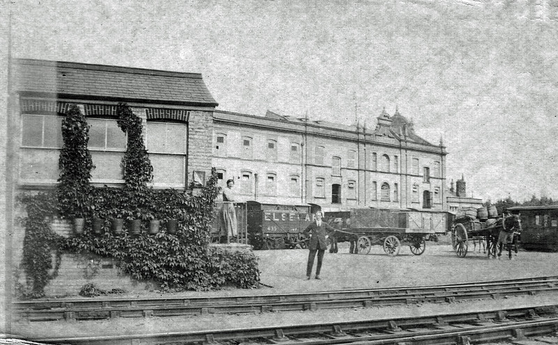 Chivers siding c1911. The goods office is to the left.