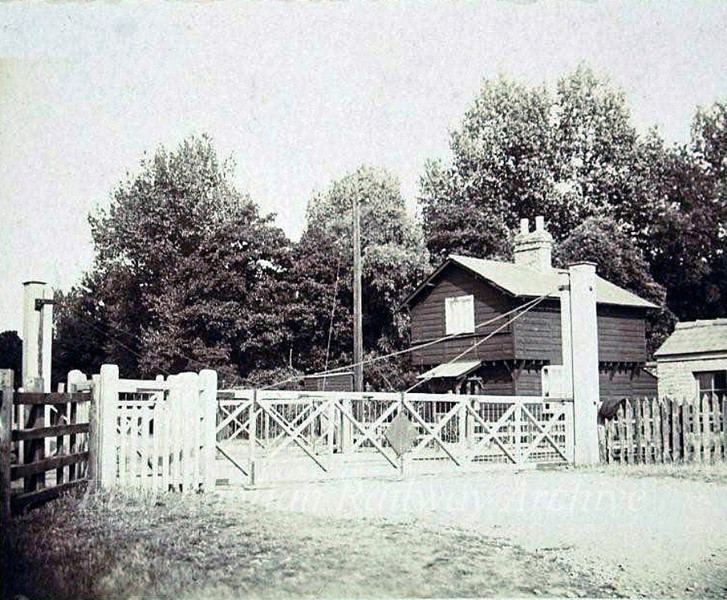 Girton Road  crossing in 1920. Photo. Thanks to Mrs Eleanor Whitehead.