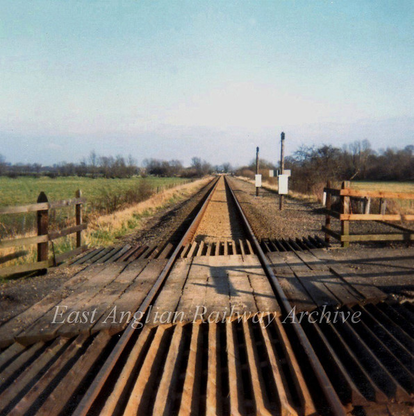 "Middle Fen Crossing, West of Swavesey, facing Swavesey. This was the scene of a serious accident on 23rd September 1961.  A Land Rover was hit on the crossing  in thick fog by the 0640 Peterborough East to Cambridge passenger train hauled by a class 31. <a href=""http://www.railwaysarchive.co.uk/documents/MoT_MiddleFen1961.pdf"">http://www.railwaysarchive.co.uk/documents/MoT_MiddleFen1961.pdf</a>      Photo dated 24th February 1974."