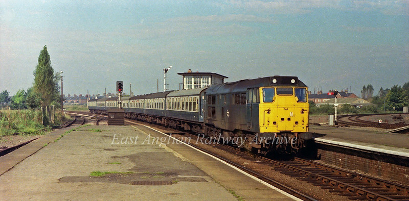 The 0805 Birmingham New Street to Norwich slows down for its scheduled stop at March behind 31236 on 23rd September 1978. The line to Spalding curves away to the right.Behind the first carriage is the redundant March North Junction signal box which closed in 1975.
