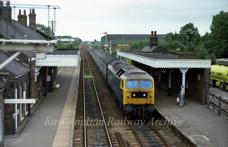 47003 arrives at Wymondham with the 1850 Norwich to Liverpool Street via Cambridge on 22nd July 1978